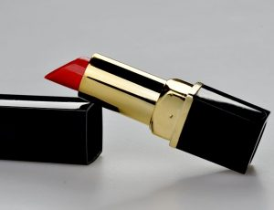 lipstick-1818418_640