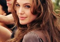 8f9ea01485a7b78b6eefc00e0470a6cf--angelina-jolie-photos-celebrity-hairstyles