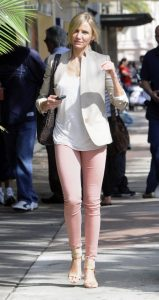 Cameron-Diaz-Rose-Colored-Jeans-2-e1297462521992
